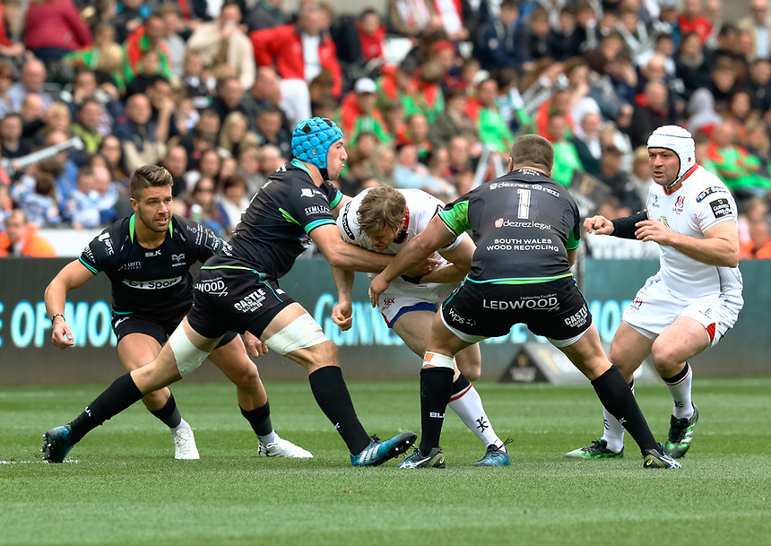 Ulster's Andrew Trimble under pressure from  Ospreys' Justin Tipuric<br /> <br /> Photographer Simon King/CameraSport<br /> <br /> Guinness Pro12 Round 21 - Ospreys v Ulster Rugby - Saturday 29th April 2017 - Liberty Stadium - Swansea<br /> <br /> World Copyright &copy; 2017 CameraSport. All rights reserved. 43 Linden Ave. Countesthorpe. Leicester. England. LE8 5PG - Tel: +44 (0) 116 277 4147 - admin@camerasport.com - www.camerasport.com