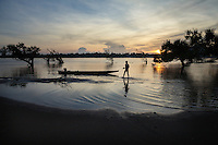 November 3, 2014 - Preah Rumkel, Stung Treng (Cambodia). A fisherman cleans his boat in the water of the Anlung Cheauteal Pool on the border between Laos and Cambodia.