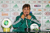 SAO PAULO, SP, 22 FEVEREIRO 2013 - TREINO PALMEIRAS- COLETIVA GILSON KLEINA - O tecnico do palmeiras, Gilson Kleina durante coletiva à imprensa na tarde desta sexta-feira(22),  na Academia de Futebol, zona oeste da capital -  (FOTO: LOLA OLIVEIRA/ BRAZIL PHOTO PRESS).