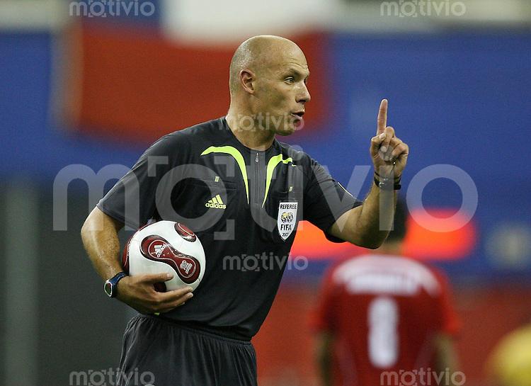Fussball International U 20 WM Viertelfinale Chile 4-0 Nigeria n.V. Howard Melton WEBB (ENG) mit Ball