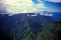 Gliders or sail planes gliding over the mountain ranges of Oahu