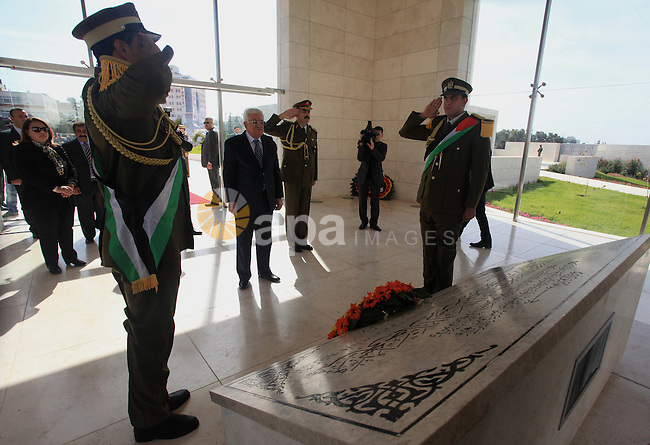 Mahmoud Abbas lays a wreath at the grave of late Palestinian leader Yasser Arafat on the occasion of the 10th anniversary of the Arafat's death, in the West Bank town of Ramallah, 11 November 2014. APAIMAGES/Issam Rimawi/POOL