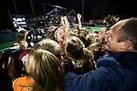 BLOEMENDAAL  - Hockey -  finale KNHB Gold Cup dames, Bloemendaal-HDM . Bloemendaal wint na shoot outs.  rechts coach Teun de Nooijer (Bldaal) COPYRIGHT KOEN SUYK