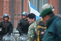 BUENOS AIRES, ARGENTINA, 27 DE MARCO DE 2012 - PROTESTOS VETERANOS GUERRA MALVINAS - Veteranos que estiveram na Guerra das Malvinas em 1982, protestam em frente a Casa Rosa pelo reconhecimento aos trabalhos prestados que o governo Argentino negam a participacao dos soltados e alegam que nunca estiveram em combate. Ato aconteceu na tarde desta terca-feira, em frente a Casa Rosada, sede do governo argentino. (FOTO: PATRICIO MURPHY / BRAZIL PHOTO PRESS).