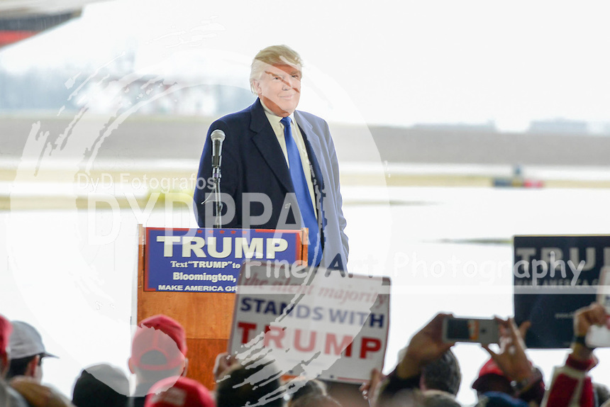 **ALL ROUND PICTURES FROM SOLARPIX.COM**<br /> **SOLARPIX RIGHTS - UK, AUSTRALIA, DENMARK, PORTUGAL, S. AFRICA, SPAIN &amp; DUBAI (U.A.E) &amp; ASIA (EXCLUDING JAPAN) ONLY**<br /> Donald Trump Campaign Stop at an Airport Hangar in Bloomington on March 13, 2016 - Airport Hangar - Bloomington, IL, USA<br /> This pic:   Donald Trump<br /> **U.K ONLINE USAGE &pound;25 PER PIC**<br /> JOB REF: 19088 PHZ/PRN  DATE:  13.03.16<br /> **MUST CREDIT SOLARPIX.COM AS CONDITION OF PUBLICATION**<br /> **CALL US ON: +34 952 811 768**