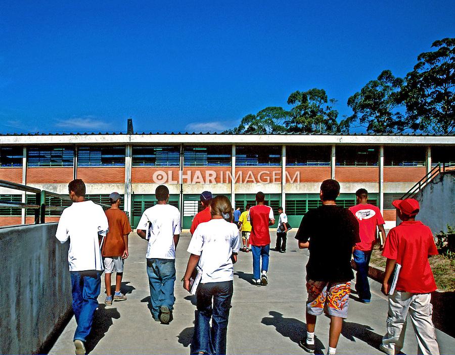 Escola Estadual Piratininga em Itaquaquecetuba, São Paulo. 2003. Foto de Nair Benedicto.