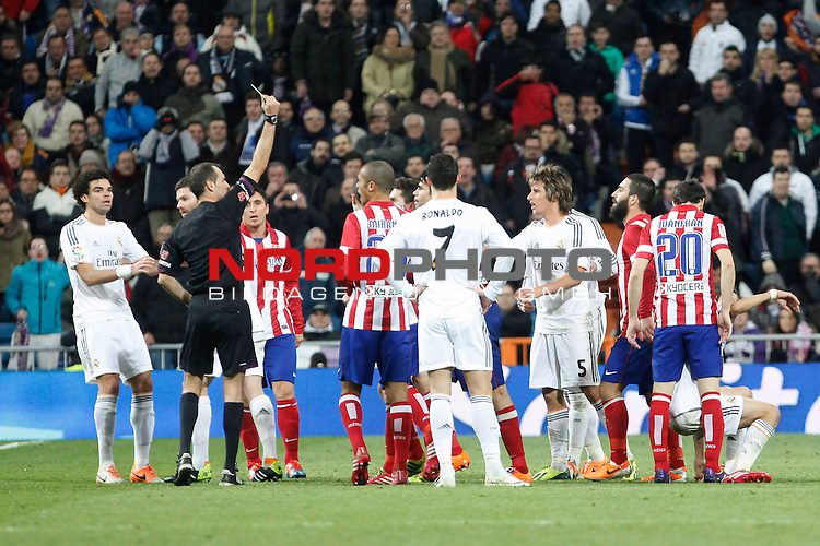 Real Madrid¬¥s Players and Atletico de Madrid¬¥s players during King¬¥s Cup (Copa del Rey) semifinal match in Santiago Bernabeu stadium in Madrid, Spain. February 05, 2014. Foto © nph / Victor Blanco)