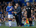 Roberto Martinez manager of Everton gives instructions to Ross Barkley of Everton during the Barclays Premier League match at The Goodison Park Stadium. Photo credit should read: Simon Bellis/Sportimage