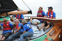 SKUTSJESILEN: LEMMER: Lemster Baai, 17-08-2012, IFKS skûtsjesilen, A-Klasse, skûtsje Lytse Lies, schipper Tony Brundel, Harry Amsterdam (adviseur), ©foto Martin de Jong