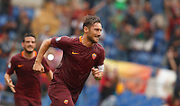 Calcio, Serie A: Roma vs Sampdoria. Roma, stadio Olimpico, 11 settembre 2016.<br /> Roma&rsquo;s Francesco Totti celebrates after scoring the winning goal on a penalty kick during the Italian Serie A football match between Roma and Sampdoria at Rome's Olympic stadium, 11 September 2016. Roma won 3-2.<br /> UPDATE IMAGES PRESS/Isabella Bonotto