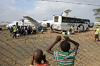 KENYA, Turkana, refugee camp Kakuma, airstrip, UN aircrafts resettle Somali refugees from Dadaab camp to Kakuma camp / KENIA, Turkana, Fluechtlingslager Kakuma, Flugpiste, UN Flugzeuge bringen Somali Fluechtlinge aus dem Dadaab Lager nach Kakuma