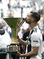 Calcio, Serie A: Juventus - Hellas Verona, Torino, Allianz Stadium, 19 maggio, 2018.<br /> Juventus' Mattia De Sciglio kisses the trophy during the victory league ceremony at Torino's Allianz stadium, 19 May, 2018.<br /> Juventus won their 34th Serie A title (scudetto) and seventh in succession.<br /> UPDATE IMAGES PRESS/Isabella Bonotto