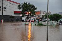 GUARULHOS, SP - 02.03.2016 - CLIMA-SP - Forte chuva causa alagamento na região do Terminal Taboão na rua Joaquina de Jesus, em Guarulhos (Grande SP), na tarde desta quarta-feira (02). (Foto: Renato Gizzi / Brazil Photo Press)