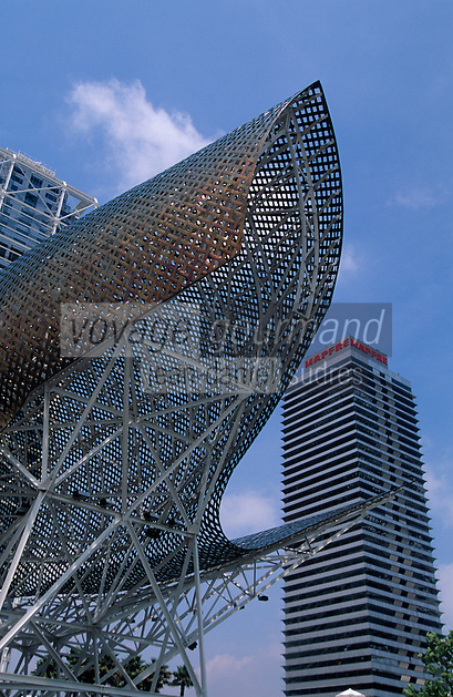 Europe/Espagne/Catalogne/Barcelone : Port Olympique -  Le poisson de l'architecte Frank O. Gehry, sculpture en forme de poisson baptisée le Peix, // Europe/Spain, Catalogne/Barcelone: Barcelona Fish, Barcelona's fish sculpture, known as Peix in Catalan,sculpture by the architect Frank O. Gehry