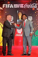 Just Fontaine - Edson Arantes do Nascimento, dit Pele <br /> Parigi 10-03-2014 <br /> FIFA World Cup Trophy Tour <br /> Foto Panoramic / Insidefoto