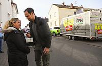 """Gewinnerin Teresa Piervenanzi-Ligorio (l.) mit Moderator Daniel Fischer (r.)- Weiterstadt 06.03.2019: FFH verschenkt im Rahmen der Aktion """"Jeden Tag ein Auto"""" ein Fahrzeug"""
