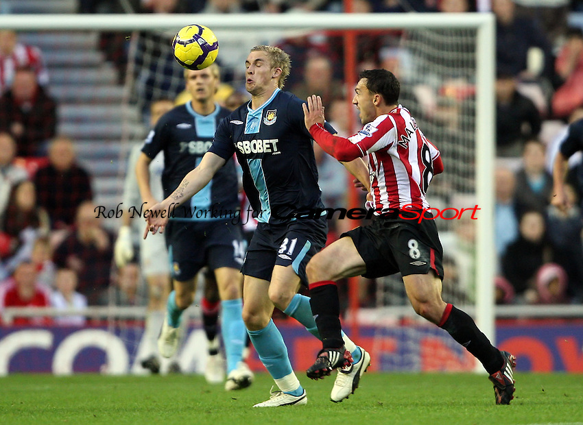 Jack Collison of West Ham and Steed Malbranque of Sunderland - Sunderland vs West Ham United, Barclays Premier League at The Stadium of Light, Sunderland - 31/10/09 - MANDATORY CREDIT: Rob Newell/TGSPHOTO - Self billing applies where appropriate - 0845 094 6026 - contact@tgsphoto.co.uk - NO UNPAID USE.