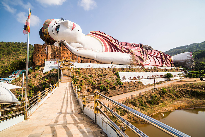 Win Sein Taw Ya 180m Reclining Buddha the largest Buddha Image in the world & Win Sein Taw Ya 180m Reclining Buddha the largest Buddha Image in ... islam-shia.org
