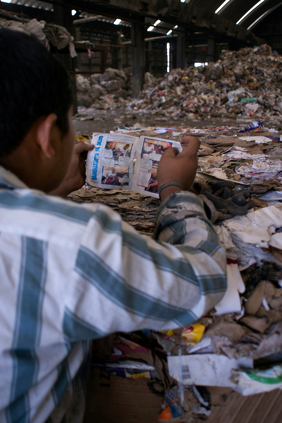 A worker reads an adult comic book on his break at the Estacion de Transferencia y Planta de Seleccion of the Bordo Poniente (transfer and recycling center)  Mexico City.  Mexico DF, 09-08-07