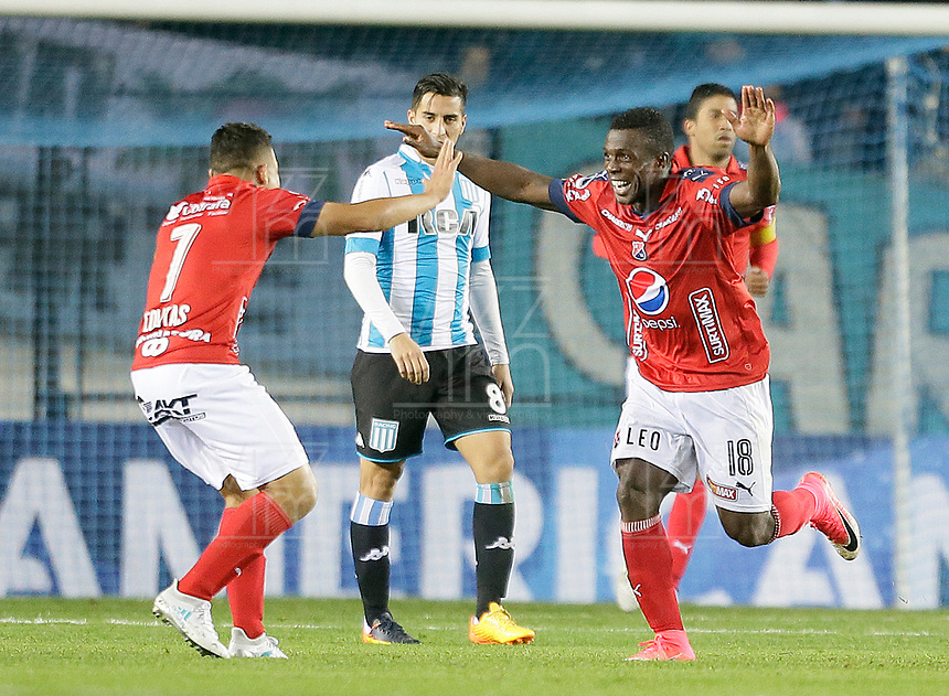AVELLANEDA - ARGENTINA - 29 - 06 - 2017: Los jugadores de Deportivo Independiente Medellin de Colombia, celebran el gol anotado a Racing Club, durante partido entre Racing Club de Argentina y Deportivo Independiente Medellin de Colombia, por la segunda fase llave 1 por la Copa Conmebol Sudamericana 2017 en el estadio Juan Domingo Peron, de la ciudad de Avellaneda. / The players of Deportivo Independiente Medellin of Colombia, celebrate a scored goal to Racing Club, during a match between Racing Club of Argentina and Deportivo Independiente Medellin of Colombia of the second phase, key 1 for the Copa Conmebol Sudamericana 2017, at the Juan Domingo Peron Stadium in Avellaneda city. Photo: VizzorImage / Javier Garcia Martino / Photogamma / Cont.