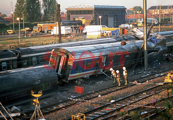 Scene of major rail disaster at Ladbroke Grove. British Transport Police have cordoned off the area, and are in attendance at the scene. Front passenger coach of the First Great Western train is covered with protective sheeting.  This image may only be used to portray the subject in a positive manner..©shoutpictures.com..john@shoutpictures.com