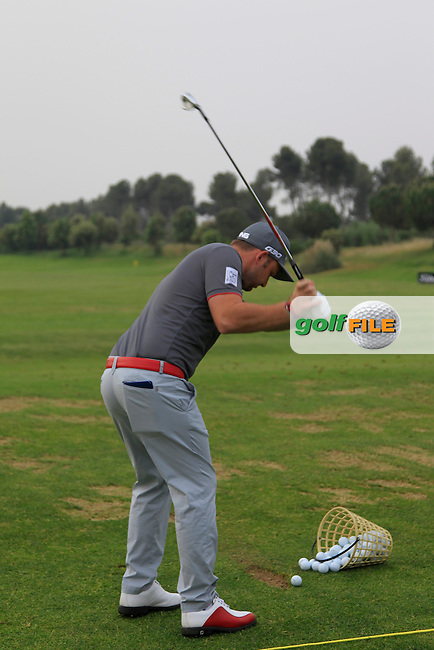 Andy Sullivan (ENG) warming up on the driving range during Round 1 of the Open de Espana  in Club de Golf el Prat, Barcelona on Thursday 14th May 2015.<br /> Picture:  Thos Caffrey / www.golffile.ie