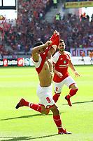 celebrate the goal, Torjubel zum 3:2 von Yoshinori Muto (1. FSV Mainz 05) - 13.05.2017: 1. FSV Mainz 05 vs. Eintracht Frankfurt, Opel Arena, 33. Spieltag