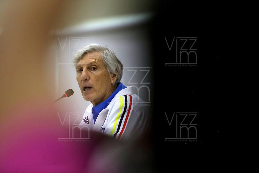 BARRANQUILLA - COLOMBIA -28-03-2016: Jose Pekerman técnico de la Selección Colombia habla con la prensa en Barranquilla. Colombia se prepara para el próximo partido contra Ecuador para la calificificacion a la Copa Mundo FIFA Rusia 2018. / Jose Pekerman coach of Colombia Team speaks with the media in Barranquilla. The Colombia Team preparing for the next game against Ecuador for the qualifier to 2018 FIFA World Cup Russia. (Photo: VizzorImage / Ivan Valencia / Cont