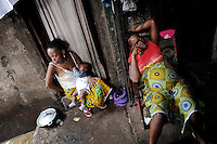 Marema Bangula (on the right), is 7 months pregnant. She lives with her first child in the Marbella Slum of Freetown, Sierra Leone. Since the beginning of her pregnancy, she feels very ill to the point of not being able to stand up. She has never been to a doctor.