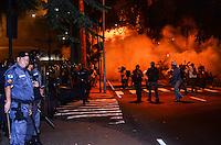 RIO DE JANEIRO, RJ, 11 DE JULHO DE 2013 -MANIFESTAÇÃO NO PALÁCIO GUANABAAJ- Termina em confronto entre policiais e manifestantes deixando as ruas no entorno, vandalizadas com muito fogo e destruição, em Laranjeiras, zona sul do Rio de Janeiro.FOTO:MARCELO FONSECA/BRAZIL PHOTO PRESS