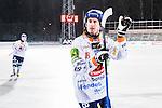 Uppsala 2016-01-13 Bandy Elitserien IK Sirius - Bolln&auml;s GIF :  <br /> Bolln&auml;s Anders Spinnars appl&aring;derar tillresta supportrar efter matchen mellan IK Sirius och Bolln&auml;s GIF <br /> (Foto: Kenta J&ouml;nsson) Nyckelord:  Bandy Elitserien Uppsala Studenternas IP IK Sirius IKS Bolln&auml;s GIF BGIF jubel gl&auml;dje lycka glad happy