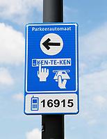 Nederland Amsterdam -  2017 .  Zeeburg. Kenteken parkeren.   Foto Berlinda van Dam / Hollandse Hoogte