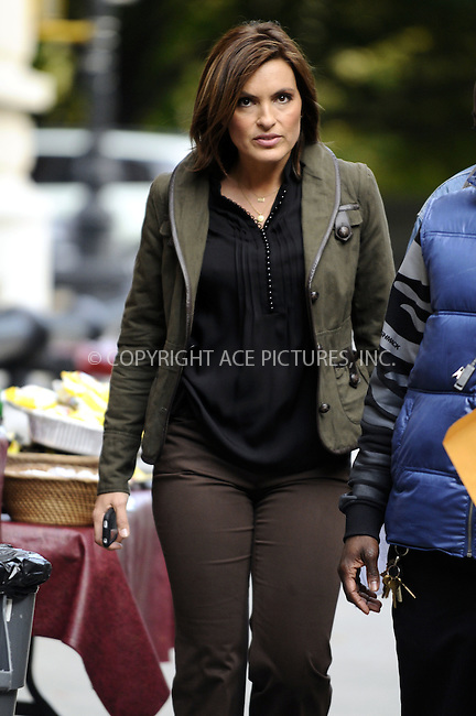 WWW.ACEPIXS.COM . . . . .  ....October 27 2008, New York City....Actress Mariska Hargitay was on the Manhattan set of the TV show Law and Order SVU in Manhattan on October 27 2008 in New York City....Please byline: AJ Sokalner - ACEPIXS.COM..... *** ***..Ace Pictures, Inc:  ..te: (646) 769 0430..e-mail: info@acepixs.com..web: http://www.acepixs.com