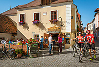 Oesterreich, Niederoesterreich, Kulturlandschaft Wachau - UNESCO Weltkultur- und Naturerbe, Duernstein: Altstadtgasse mit Weinschenke Altes Presshaus | Austria, Lower Austria, Wachau Cultural Landscape - UNESCO World's Cultural and Natural Heritage, Duernstein: old town lane with wine tavern 'Altes Presshaus'