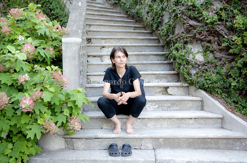 The work of Liliana Moro formulates itself metaphorically. She reaches ... The Greta meert Gallery presents recent works of Liliana Moro (Milan, 1961). Como, luglio 2012. © Leonardo Cendamo