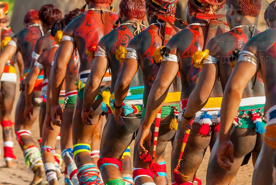 Walmart Aparador De Sala ~  u00cdndios Kalapalos dançando no Ritual Kuarup na Aldeia Aiha no Parque Indígena do Xingu Kalapalo