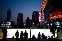Shanghai, Cina, Febbraio 2015. L'entrata di una stazione della metropolitana nel centro della citt&agrave;.<br /> The entrance of a metro station in downtown Shanghai