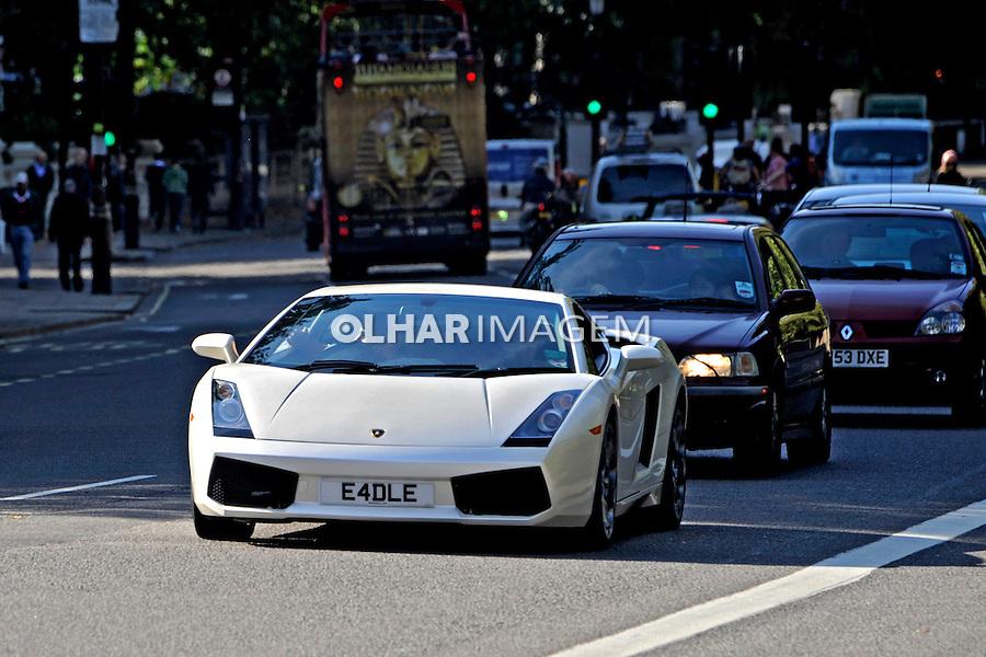 Carro Lamborghini. Londres. Inglaterra. Foto Juca Martins