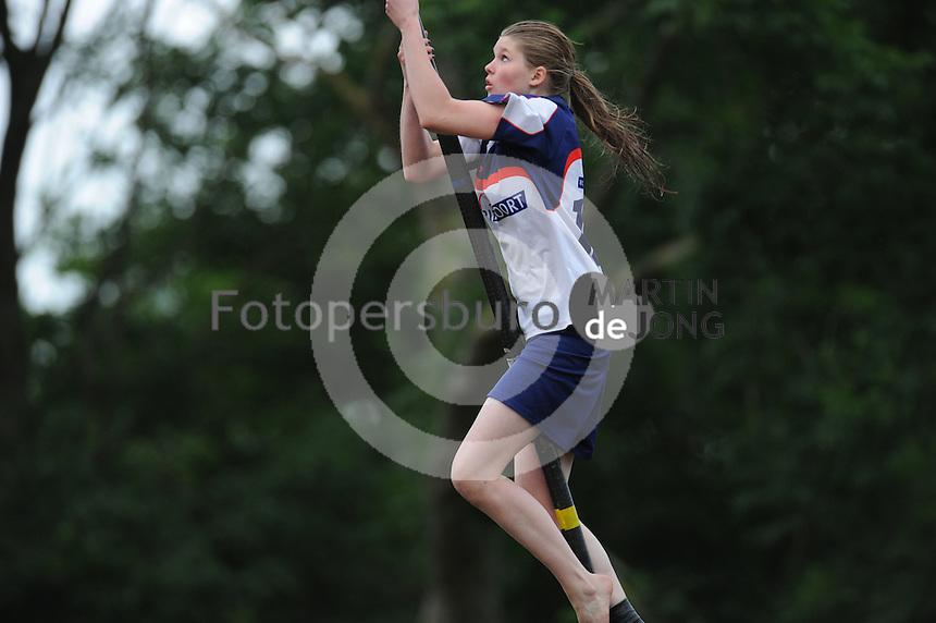 FIERLJEPPEN: IT HEIDENSKIP: 03-06-2013, 1e Klas wedstrijd, Dames A klasse, ©foto Martin de Jong