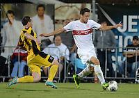 FUSSBALL   INTERNATIONAL   UEFA EUROPA LEAGUE   SAISON 2013/2014    Qualifikation VfB Stuttgart - Botev Plovdiv    08.08.2013 Christian Gentner (re, VfB Stuttgart) gegen Boris Galchev (Botev Plovdiv)