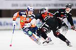 V&auml;ster&aring;s 2014-12-21 Bandy Elitserien Tillberga Bandy - Bolln&auml;s GIF :  <br /> Bolln&auml;s Per Hellmyrs i kamp om bollen med Tillbergas Andreas Hammarb&auml;ck under matchen mellan Tillberga Bandy och Bolln&auml;s GIF <br /> (Foto: Kenta J&ouml;nsson) Nyckelord:  Bandy Elitserien ABB Arena Syd Tillberga TB V&auml;ster&aring;s Bolln&auml;s GIF Giffarna