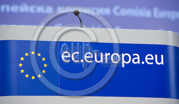Brussels-Belgium - February 24, 2010 -- Standing desk on the podium of the press room in the HQ of the European Commission, with logo / stars and website address -- Photo: Horst Wagner / eup-images