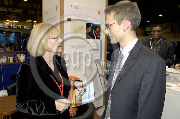 Brussels-Belgium - 16 November 2006---Karin KORTMANN (le), Parliamentary State Secretary at the Federal Ministry for Economic Cooperation and Development of Germany (BMZ), visiting the Development Village during the European Development Days held at Brussels Expo; here, at the German stand with Volker FRECHEN (ri), Agentur MediaCompany---Photo: Horst Wagner/eup-images