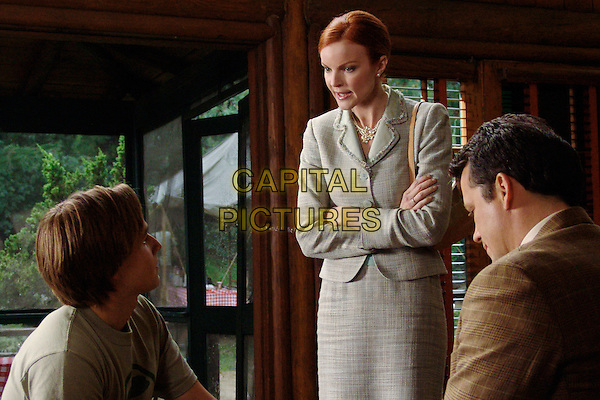 "MARCIA CROSS, SHAWN PYFROM & STEVEN CULP .in Desperate Housewives.""Children Will Listen"" .*Editorial Use Only*.www.capitalpictures.com.sales@capitalpictures.com.Supplied by Capital Pictures."