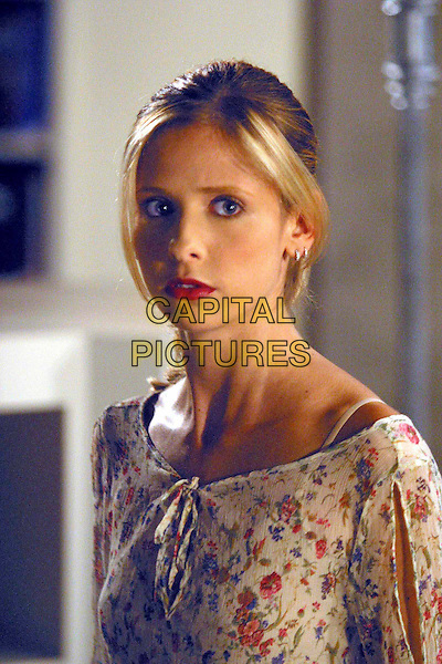 "SARAH MICHELLE GELLAR.in Buffy The Vampire Slayer.""Help"".Filmstill - Editorial Use Only.Ref: FB.www.capitalpictures.com.sales@capitalpictures.com.Supplied by Capital Pictures"