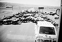 Turquie 1998.Sur la route de Mus, un troupeau de mouton.Turkey 1998.On the road to Mus, a flock of sheep crossing