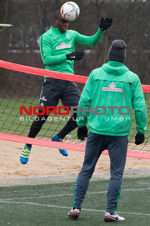25.03.2016, Trainingsgelaende, Bremen, GER, 1.FBL, Training Werder Bremen<br /> <br /> im Bild<br /> Anthony Ujah (Bremen #21), Clemens Fritz (Bremen #8), <br /> <br /> Foto &copy; nordphoto / Ewert