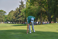 Justin Thomas (USA) acknowledges the roar of the large crowd on 18 as he approaches the green after holing out his approach shot during round 4 of the World Golf Championships, Mexico, Club De Golf Chapultepec, Mexico City, Mexico. 3/4/2018.<br /> Picture: Golffile | Ken Murray<br /> <br /> <br /> All photo usage must carry mandatory copyright credit (&copy; Golffile | Ken Murray)