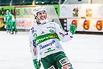 Stockholm 2014-03-01 Bandy SM-semifinal 1 Hammarby IF - V&auml;ster&aring;s SK :  <br /> V&auml;ster&aring;s Ted Bergstr&ouml;m jublar mot tillresta V&auml;ster&aring;s supportrar efter att ha gjort 6-0 i den andra halvleken <br /> (Foto: Kenta J&ouml;nsson) Nyckelord:  VSK Bajen HIF jubel gl&auml;dje lycka glad happy