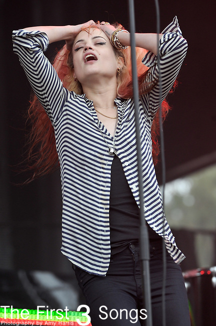 """Alison """"VV"""" Mosshart of The Kills performs at the Outside Lands Music & Art Festival at Golden Gate Park in San Francisco, California."""